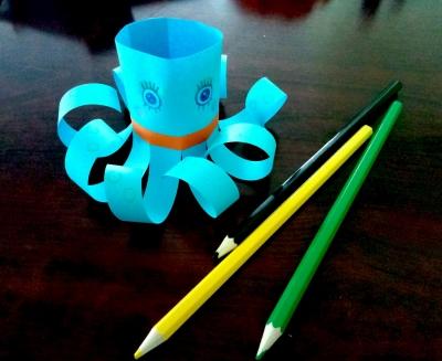 Давайте мыслями отправимся в морской мир и сделаем классного осьминога из цветной бумаги