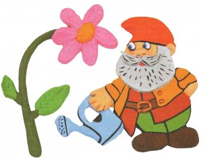 Поделки из соленого теста не содержат аллергенов, они абсолютно безвредны, их можно спокойно пробовать на вкус. А еще, такими поделками можно украсить любой дом. Ловите мастер-класс пошагово садовый гном поливающий цветок из соленого теста своими руками для детей.
