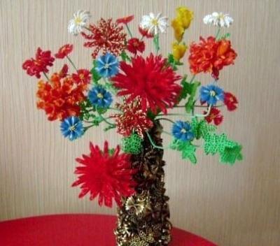Цветы в вазе всегда украсят вашу комнату и придадут хорошего настроения! Так давайте же сделаем такую поделку из подручных материалов, прямо сейчас.