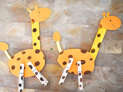 Поделка жирафы из прищепок