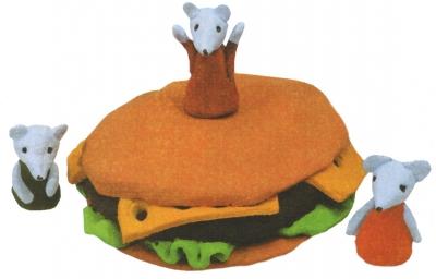 Учимся лепить с теста интересные поделки. Сегодня мы сделаем аппетитный гамбургер, который пытаются забрать маленькие мышки.