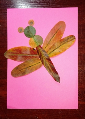 осенняя аппликация стрекоза из листьев