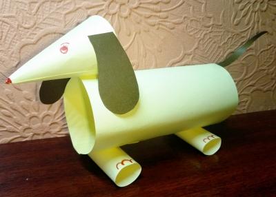 Собачка из бумажных трубочек, станет вам отличным другом.