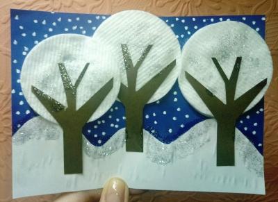 Друзья, предлагаем сделать нежную и красивую зимнюю аппликацию из бумаги и подручных материалов. Скорее приглашайте друзей и приступайте к выполнению.