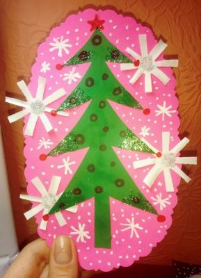 Выполним классную елочку из бумаги, что станет отличным подарком для вашего близкого друга в Новый Год!