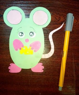 Угости сыром самую милую мышку из бумаги, сделанную своими руками.