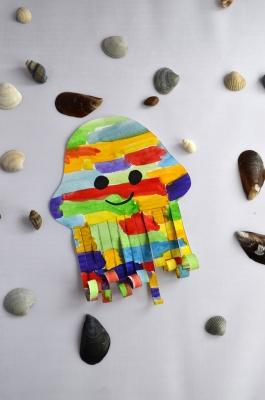 медуза из цветной бумаги