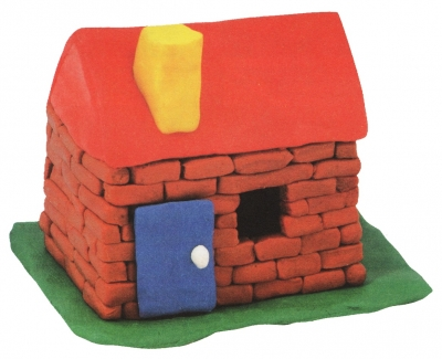 Лепим свою личную деревушку из пластилина и начнём мы с домика.